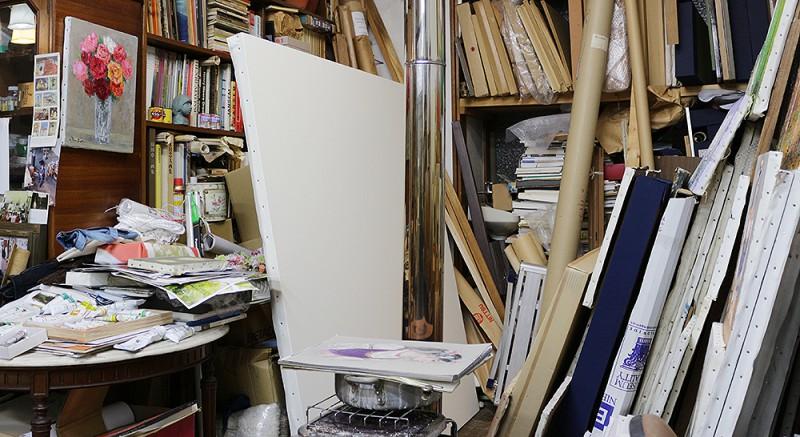 光風会展用に張り終えたばかりのS100号キャンバスのあるアトリエ