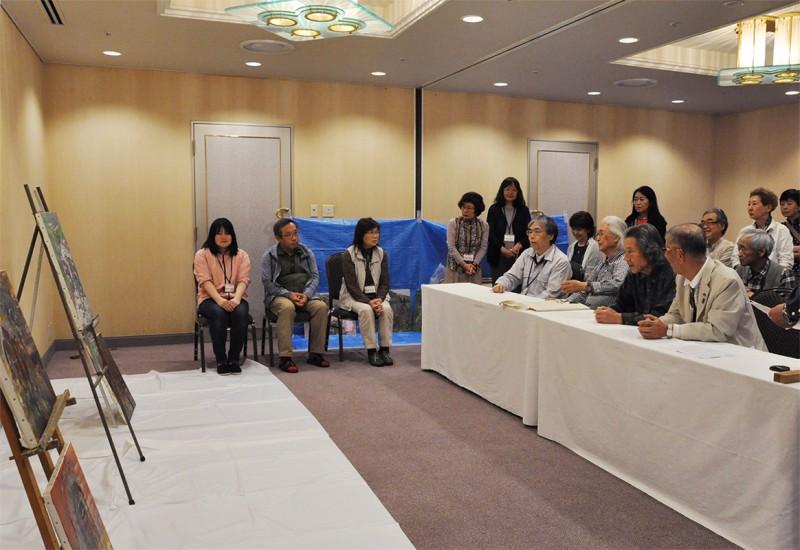 講習会3日目(合評会)/ホテルの2室を会場とした合評会風景