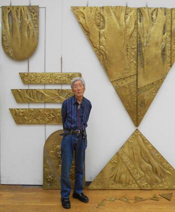 岡部昭名誉会員と大型彫金作品